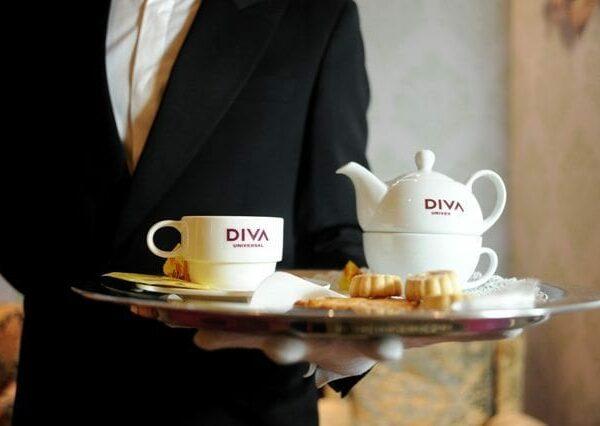 DIVA UNIVERSAL // Un tè a Dowton Abbey