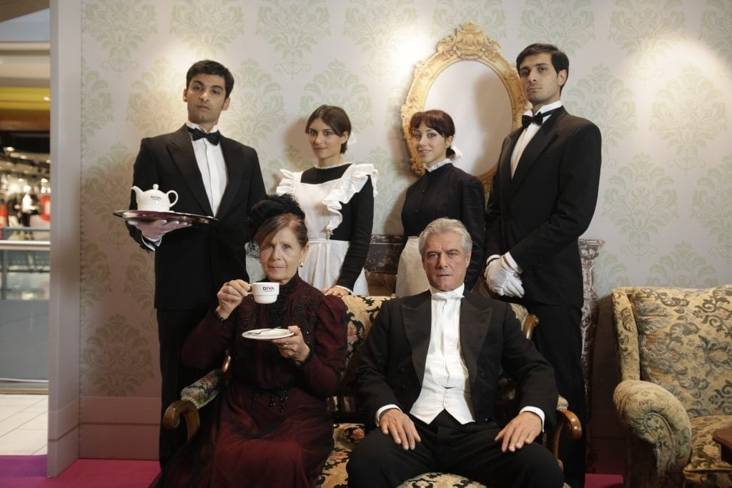 UN THE' A DOWNTON ABBEY