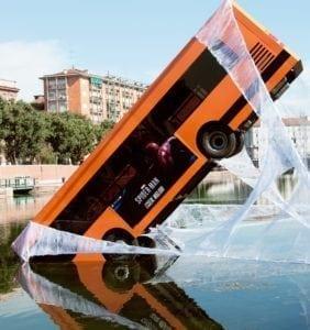 Spider-Man salva un autobus a Milano! 1