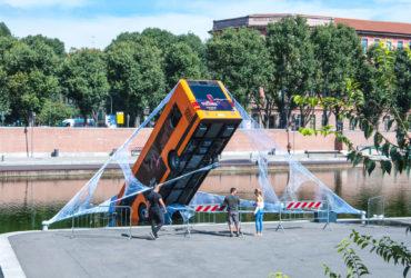 Spiderman salva un autobus a Milano!